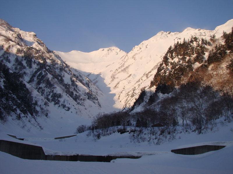 朝日に輝く針ノ木岳