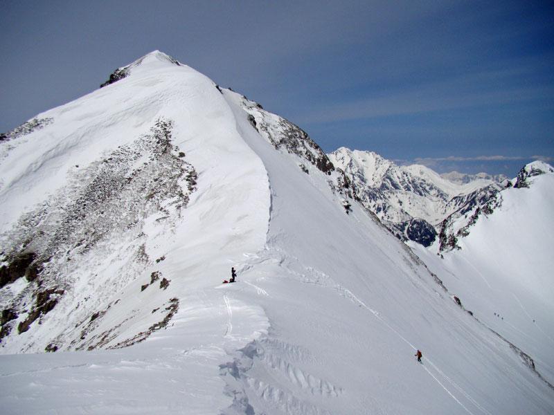 針ノ木岳の山頂とマヤクボ沢