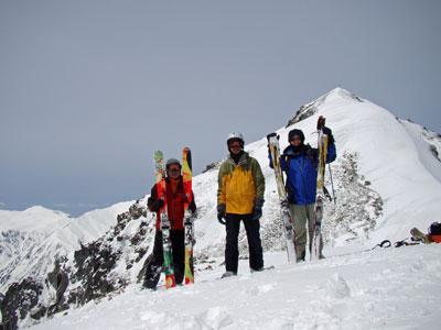 針ノ木岳をバックに記念撮影