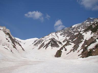 大雪渓を登る