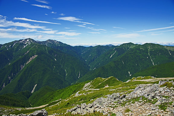 荒川三山から小河内岳へと続く稜線