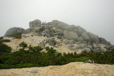 これが薬師岳の本当の山頂