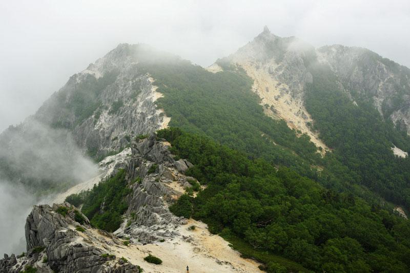 ガスに煙る地蔵岳
