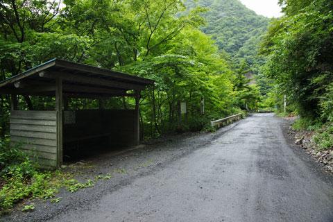 休憩小屋の少し先を行くと吊橋