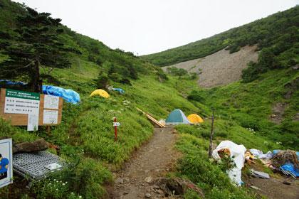 茶臼小屋のテント場