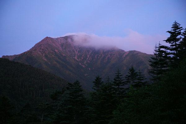 夕日に染まる農鳥岳