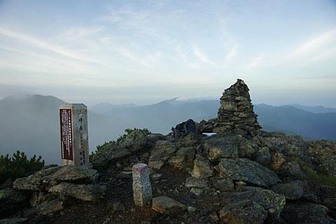 三峰岳の山頂