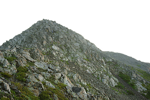 間ノ岳手前の三角形の岩稜