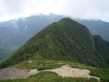 駒津峰から下りながら双児山を望む