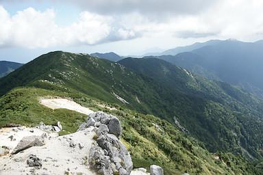 南越百山から南へ延びる稜線