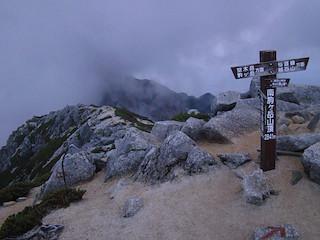 南駒ヶ岳の山頂