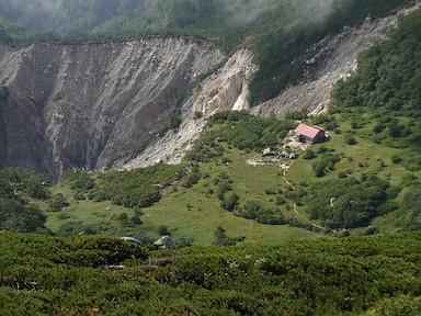 赤梛岳から摺鉢窪カールを見下ろす