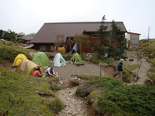 光小屋のテント場