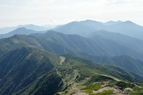 光岳へと続く稜線
