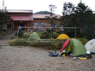 聖平小屋のテント場