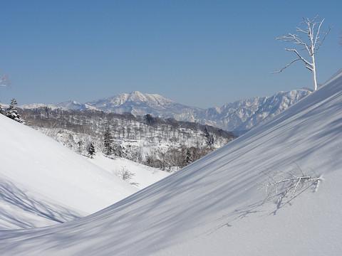 地点 B から妙高山を遠望