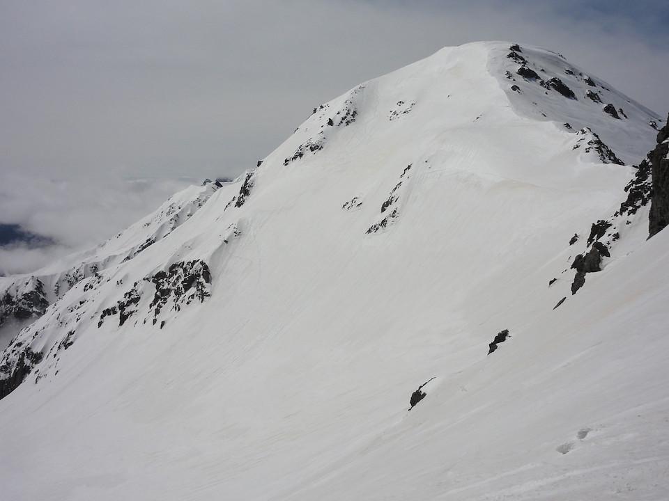 滑降した大喰岳の北東斜面を振り返る