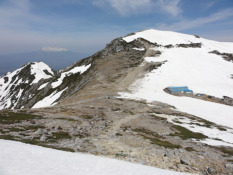 中岳を越えると木曽駒ヶ岳山頂が見えてきた