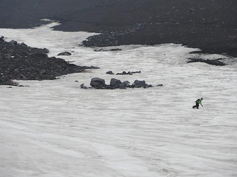 雪渓の末端