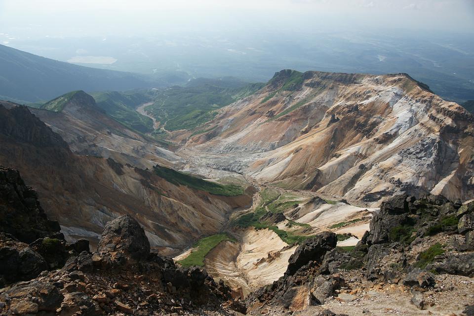 上ホロカメットク山から崩壊地を見下ろす