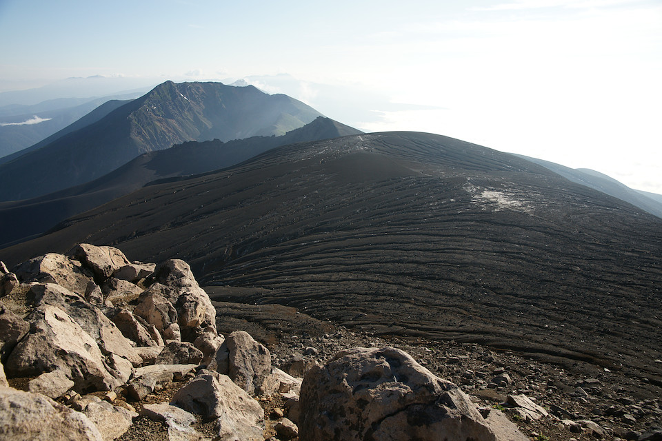 美瑛岳に続く稜線