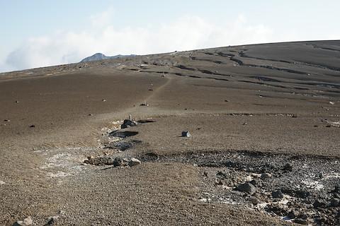 あたり一面火山礫の稜線