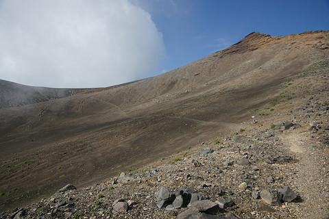 鋸岳を見上げる