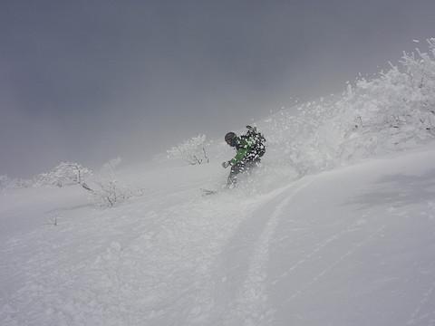 腐れ雪をハデに飛ばして