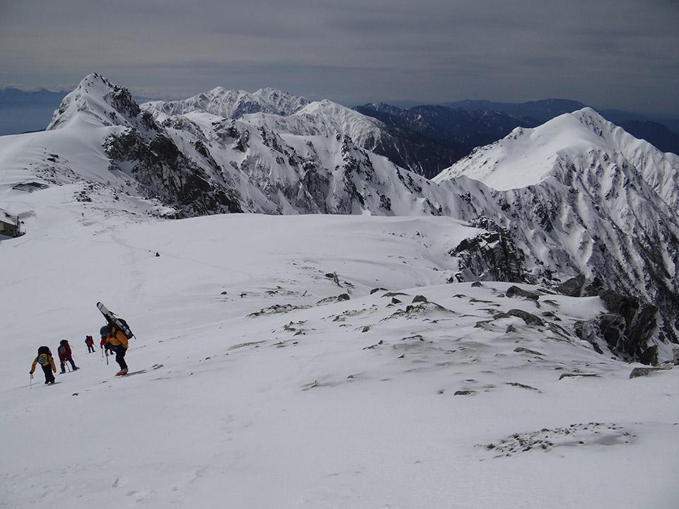 中岳から振り返って見た宝剣岳、三ノ沢岳