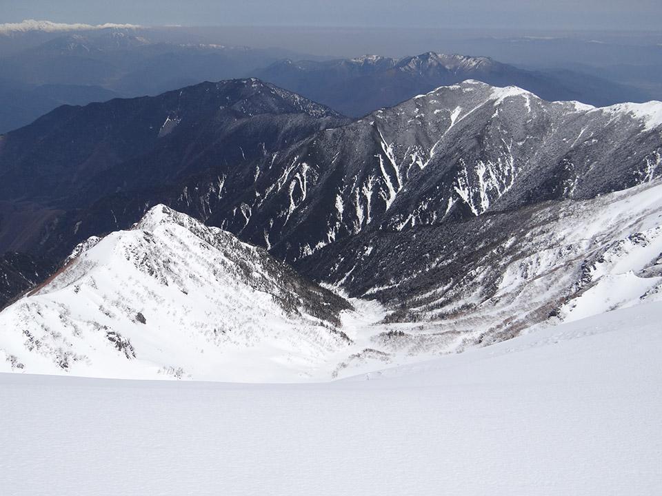 木曽駒山頂から北面を覗きこむ
