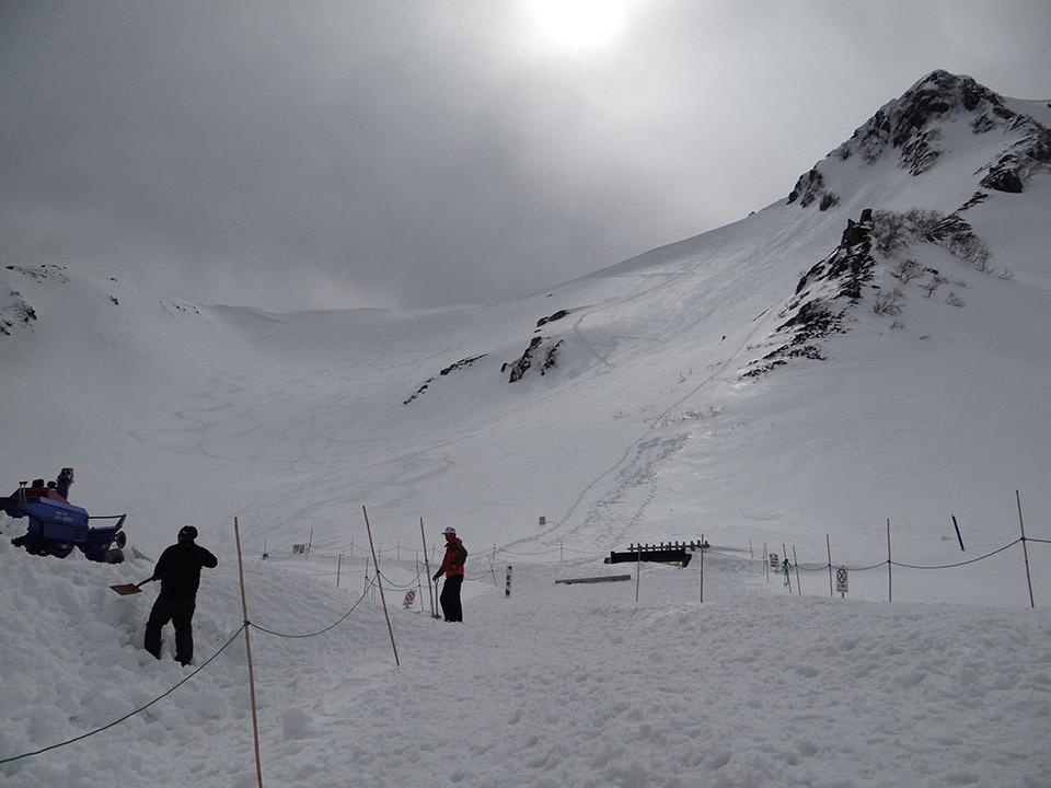 次はこっちの斜面を登ろうか…