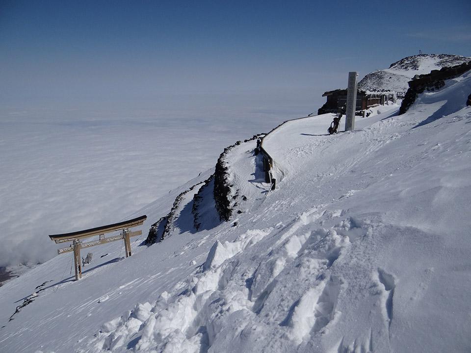吉田口山頂に到着