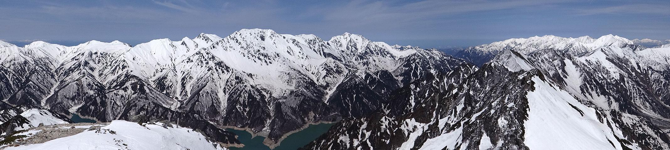 針ノ木岳山頂から、立山、剱、後立山のパノラマ