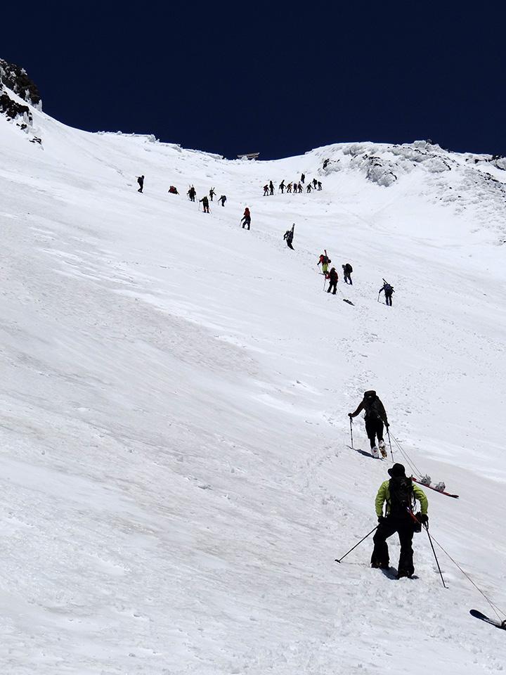 九合五勺から山頂を見上げる