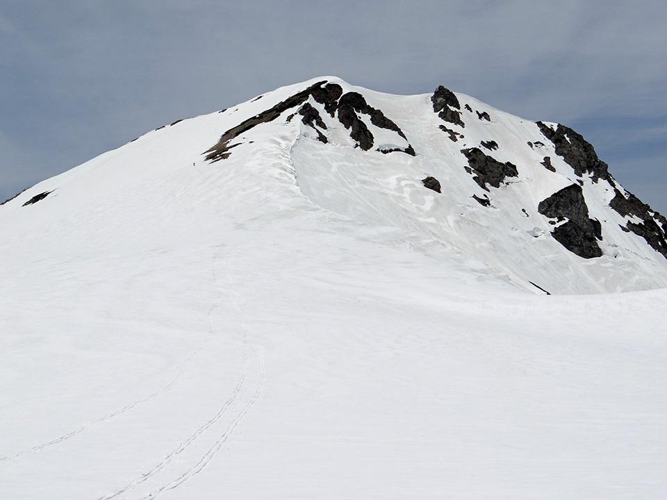 旭岳へと続く先行トレース