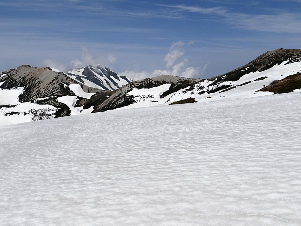 広い雪原をクロカン気分で横断中