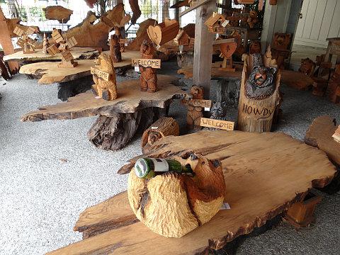 木彫りの動物ぞろぞろ