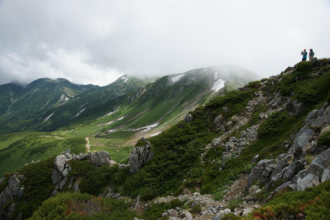 三俣蓮華岳山頂から双六岳方向を望む