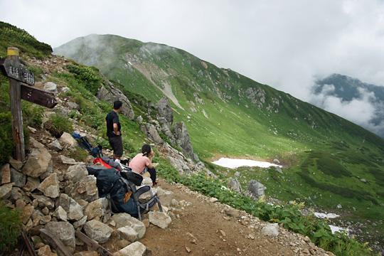 双六岳山頂ルートと中道ルートの分岐
