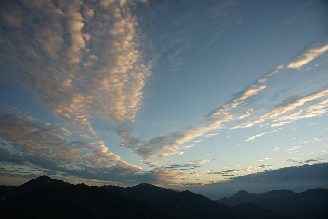 鷲羽岳や野口五郎岳の方向を遠望