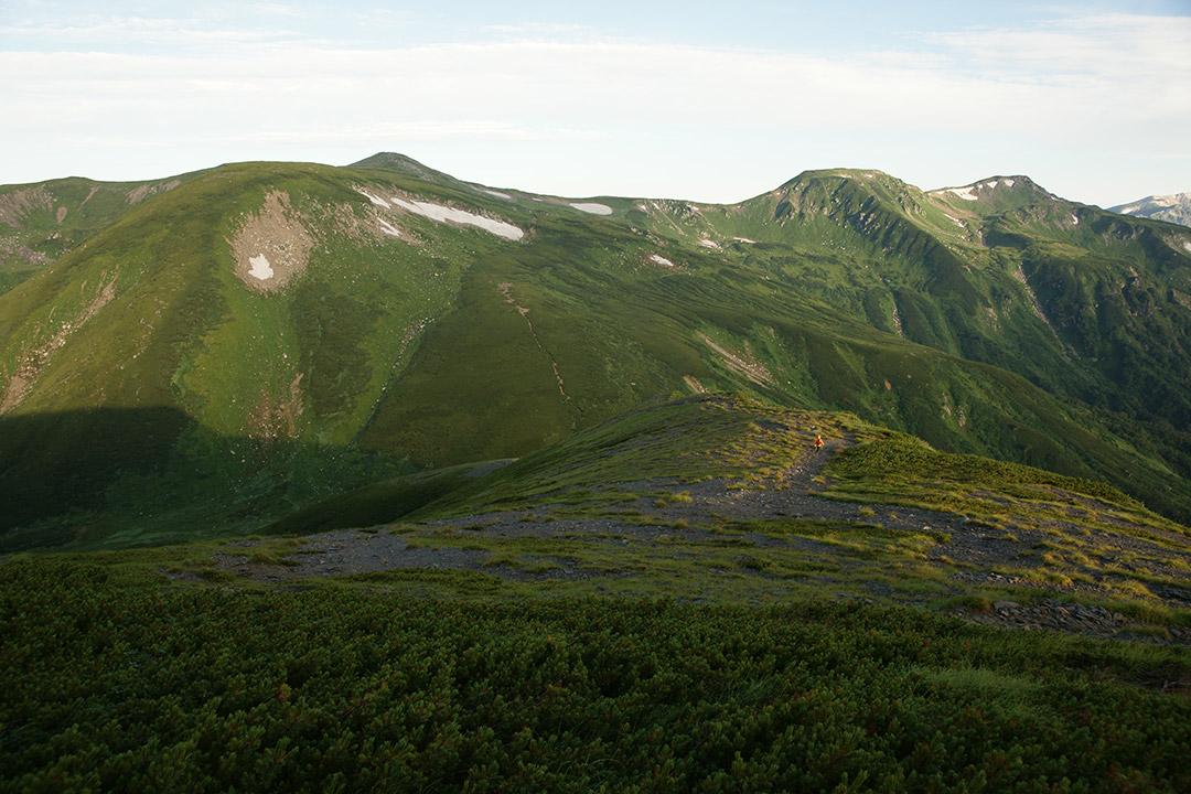 朝日を浴びた双六岳と三俣蓮華岳