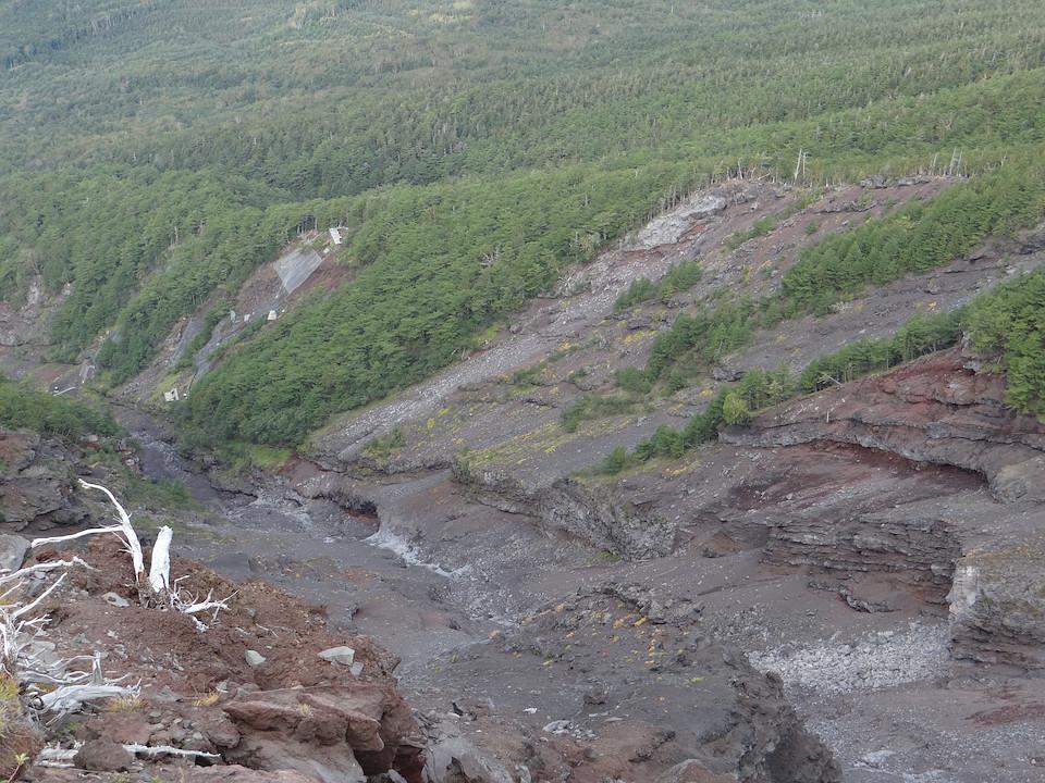 不動岩のテッペンから大沢を見下ろす