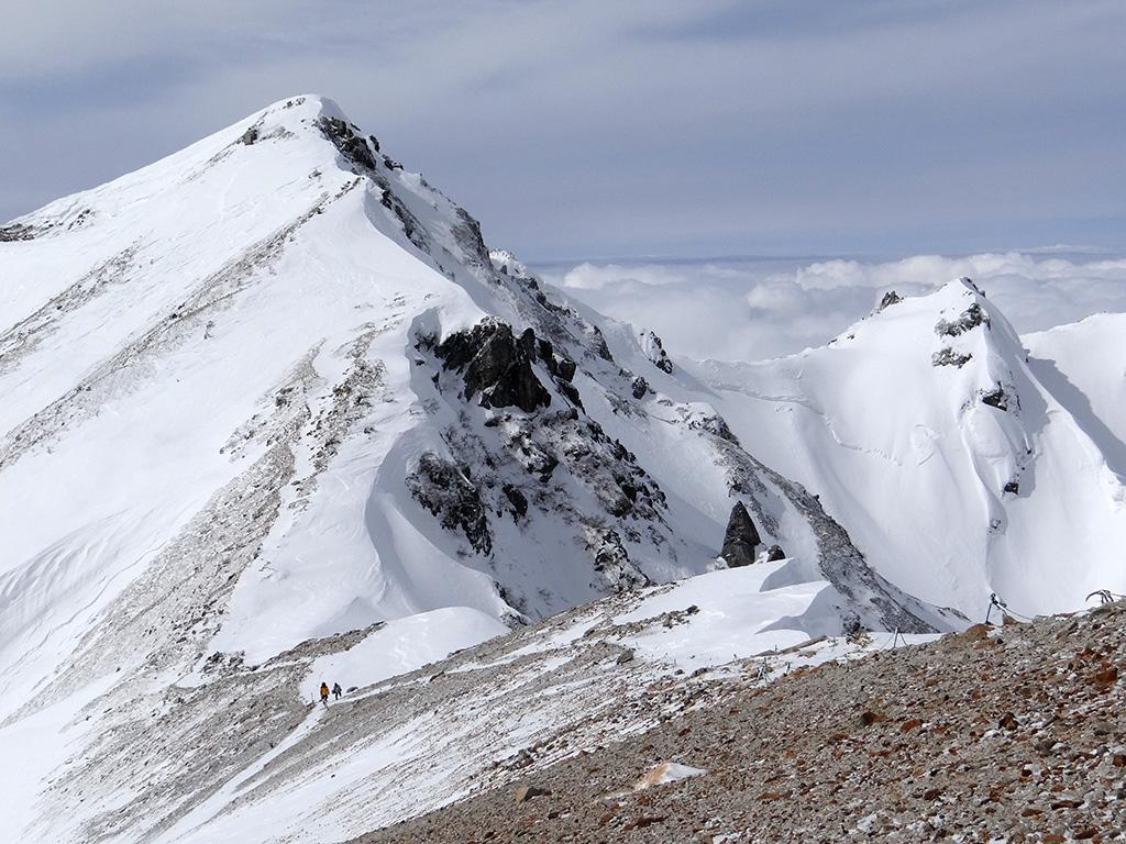 ヘリポートから唐松岳と不帰III峰を見る