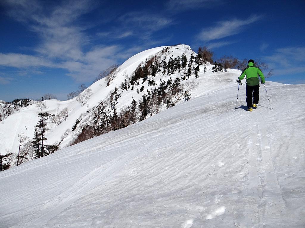 乙妻山の山頂へ