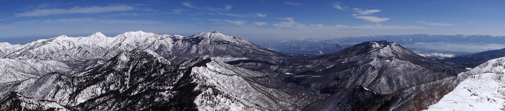 乙妻山山頂から頸城山塊と黒姫山のパノラマ