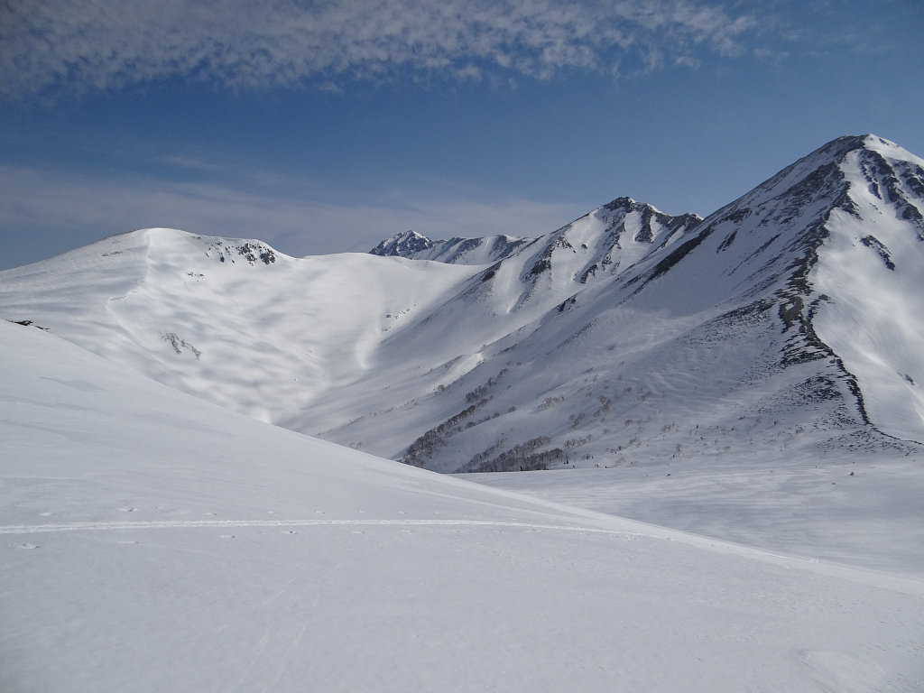 黒部源流の谷と鷲羽岳を振り返る