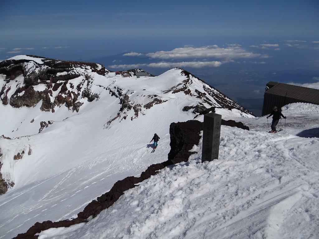 日本最高地点からスキー滑走