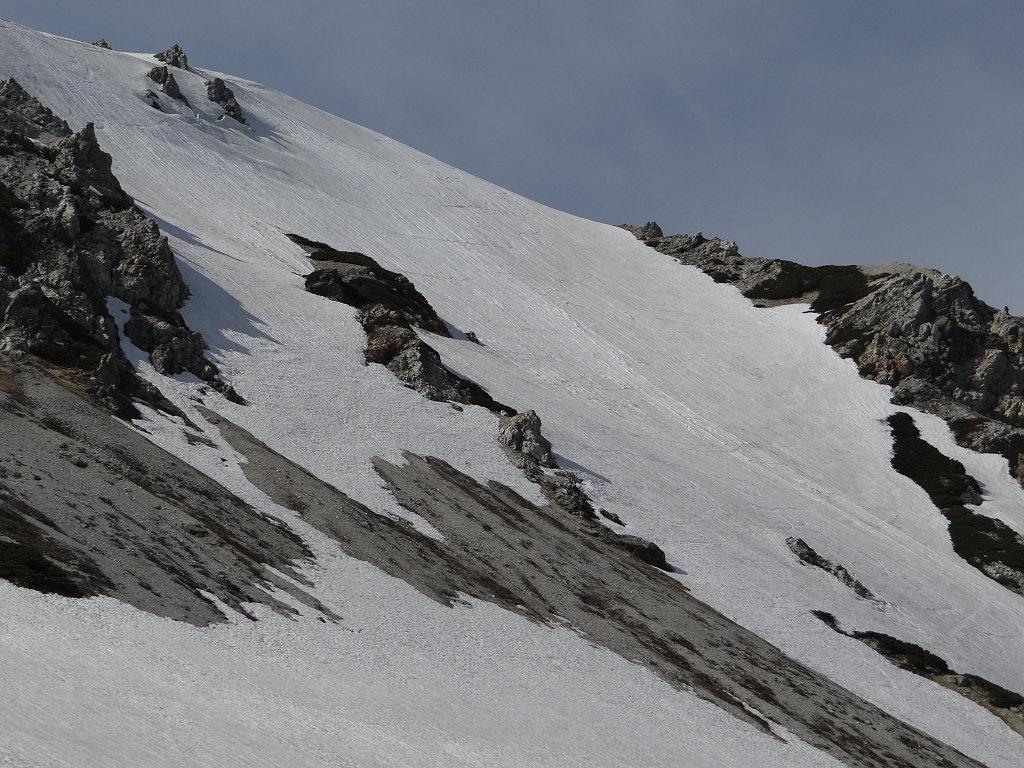 鑓ヶ岳山頂から滑った斜面