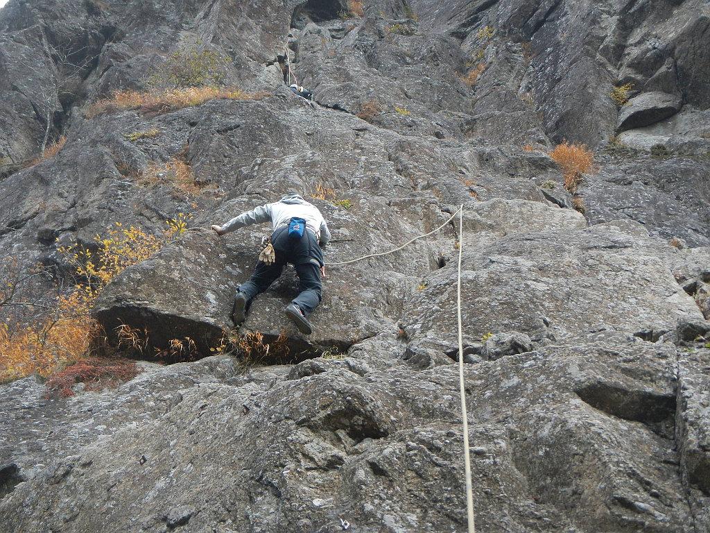「岳ルート」1ピッチ目 トップロープで