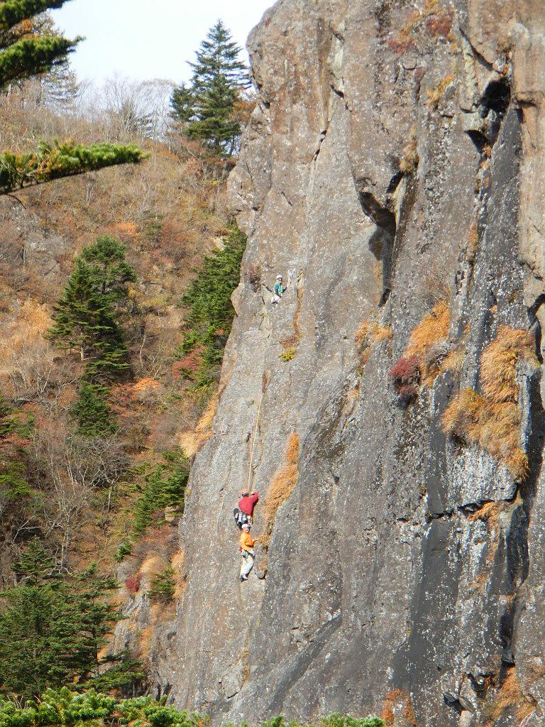 「中央カンテ」2ピッチ目 登攀中